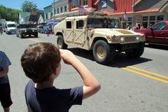 Enfant de salutation patriote Photo stock