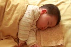 Enfant de sommeil Photos stock