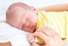 Enfant de sommeil nouveau-né images libres de droits