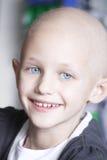 Enfant de sourire avec le cancer Image libre de droits