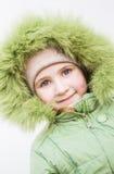 Enfant de sourire dans le capot de fourrure Images libres de droits