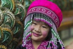 Enfant de tribu de colline dans l'habillement traditionnel chez Doi Suthep Photographie stock libre de droits