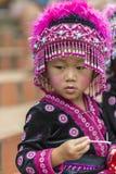 Enfant de tribu de colline dans l'habillement traditionnel chez Doi Suthep Images libres de droits
