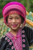 Enfant de tribu de colline dans l'habillement traditionnel chez Doi Suthep Photos libres de droits