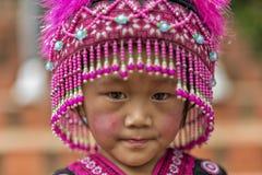 Enfant de tribu de colline dans l'habillement traditionnel chez Doi Suthep Photo stock