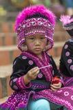 Enfant de tribu de colline dans l'habillement traditionnel chez Doi Suthep Photos stock
