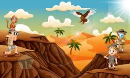 Enfant de trois explorateurs dans le désert illustration libre de droits