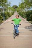 Enfant de vélo Images libres de droits