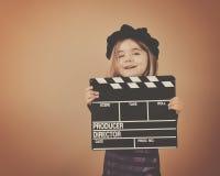 Enfant de vintage avec le bardeau de pellicule cinématographique Photo stock