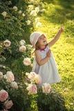 Enfant de visage pour la couverture de magazine La fille badine le portrait de visage dans votre advertisnent Concept d'innocence Image stock