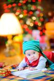 Enfant drôle dans un chapeau de gnome Images libres de droits