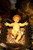 Enfant du Christ dans la mangeoire photos stock