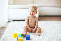 Enfant en bas âge à la maison Photographie stock libre de droits