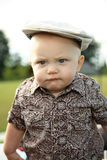Enfant en bas âge à un stationnement photo stock