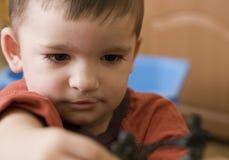 Enfant en bas âge avec des jouets Image stock