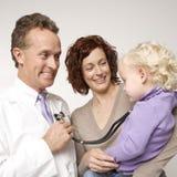Enfant en bas âge avec le stéthoscope Photos libres de droits