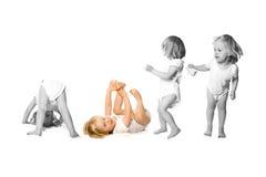 Enfant en bas âge dans l'activité d'amusement Image libre de droits