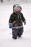 Enfant en bas âge dans la neige Photographie stock libre de droits