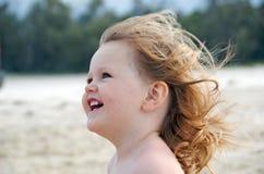 Enfant en bas âge dans le vent Image stock