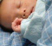 Enfant en bas âge de sommeil Photos libres de droits