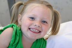 Enfant en bas âge espiègle Image libre de droits