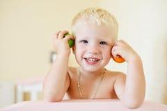 Enfant en bas âge espiègle Photographie stock