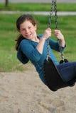 Enfant en bas âge jouant au parc Images libres de droits