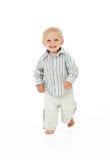 Enfant en bas âge marchant dans le studio Image stock