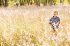 Enfant en bas âge mignon image libre de droits