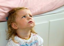 Enfant en bas âge mignon et curieux Photo libre de droits