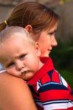 Enfant en bas âge mignon et sa mère Image libre de droits