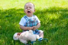Enfant en bas âge pleurant Image libre de droits