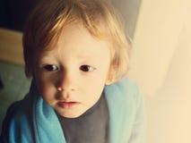 Enfant en bas âge songeur Photographie stock libre de droits