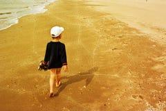 Enfant en bas âge sur la plage Image libre de droits