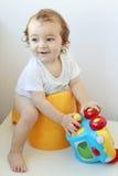 Enfant en bas âge sur potty Photo stock