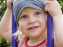 Enfant en bas âge sur une oscillation Photo libre de droits