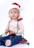 Enfant en bas âge utilisant le chapeau de Santa Image libre de droits