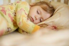 Enfant en bas âge de sommeil Photographie stock