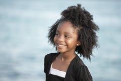 Enfant en bas âge heureux en stationnement Images libres de droits