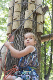 Enfant en parc d'aventure Photographie stock libre de droits