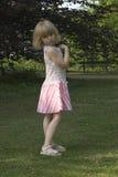 Enfant en stationnement photographie stock libre de droits
