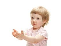 Enfant espiègle prêt à attraper quelque chose image stock