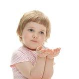 Enfant espiègle prêt à attraper quelque chose images stock