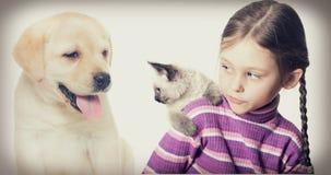 Enfant et animaux familiers Photographie stock libre de droits