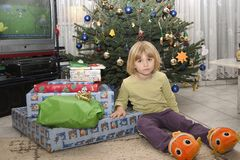 Enfant et cadeaux Image libre de droits