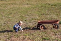 Enfant et chariot Photographie stock