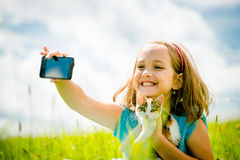 Enfant et chat de Selfie Photos stock