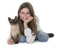 Enfant et chat siamois Images libres de droits