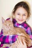 Enfant et chaton de sourire Images libres de droits