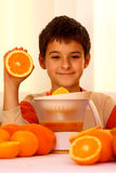 Enfant et orange Photo stock